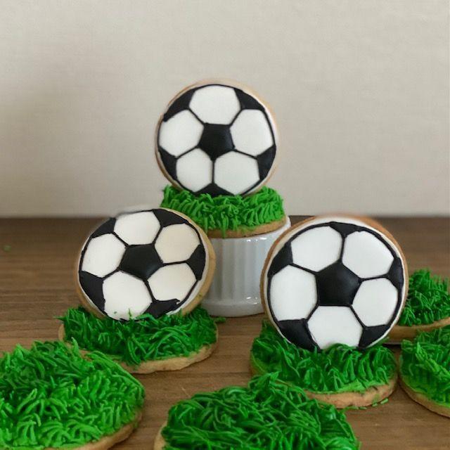 「【Wiltonレシピ】立体的なアイシングクッキー~サッカーボール~」の写真