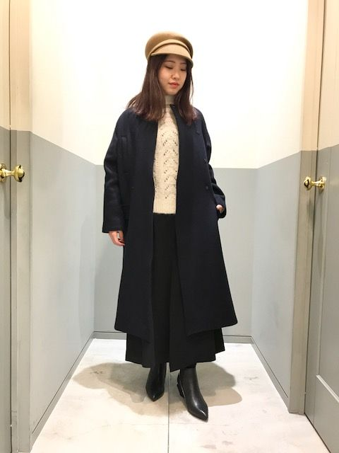 long no collar coatの写真