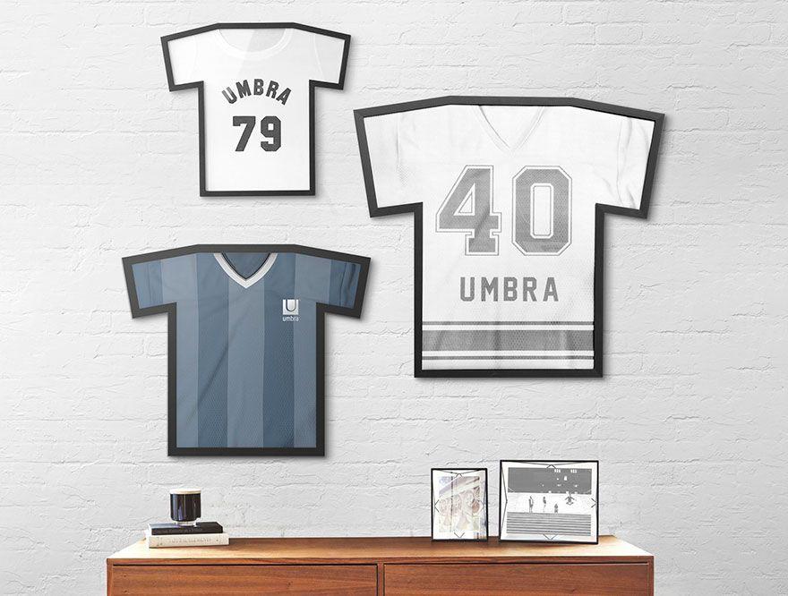 「【Umbra × UNIQLO】Umbra Tフレームがユニクロ銀座店に!~想い出のT-shirtを壁に飾ろう~」の写真
