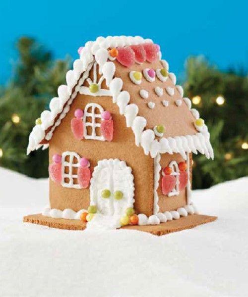「【CreateATreat】お菓子の家のキットは直営店でも販売中です!!」の写真