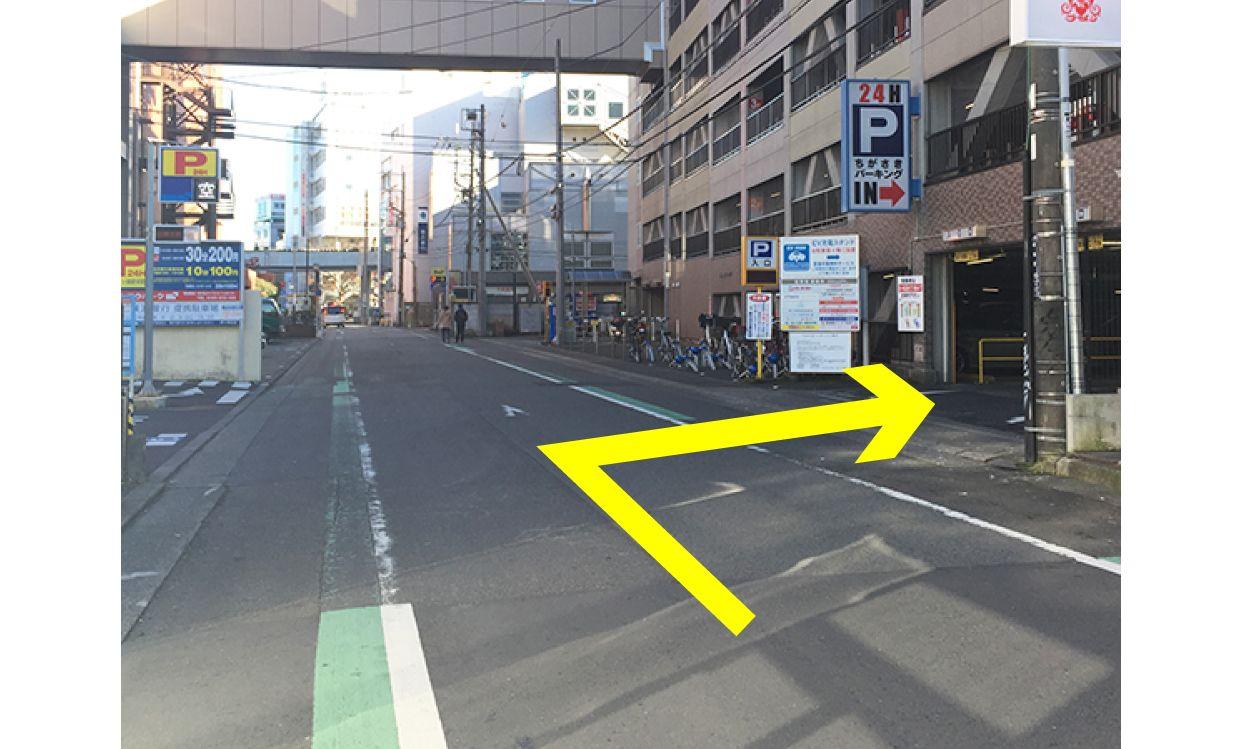 ムラサキスポーツ茅ヶ崎南口店提携駐車場:ちがさきパーキングの入り口案内