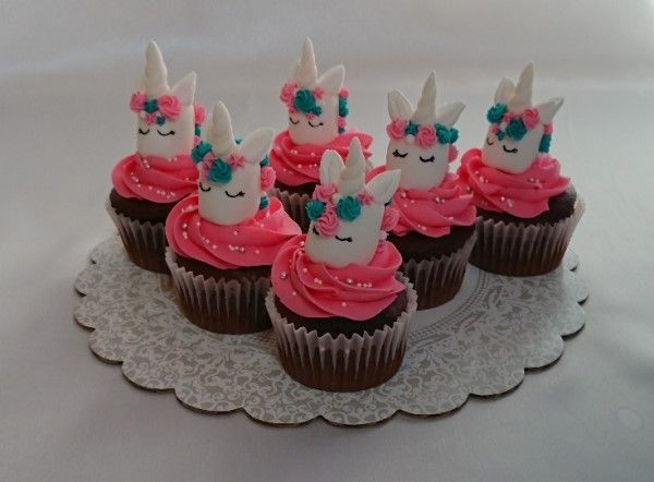 「【Wiltonレシピ】マジカル☆マシュマロユニコーンカップケーキ」の写真