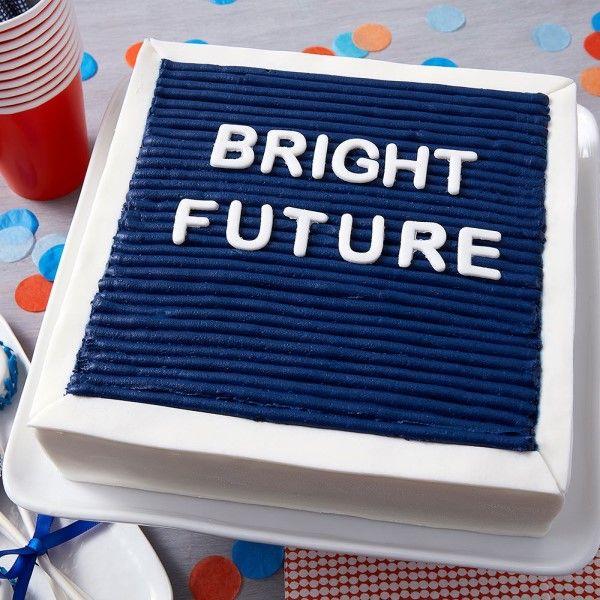 「卒業パーティーにぴったり♪メッセージケーキ」の写真