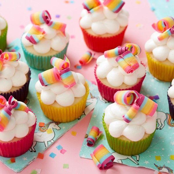 「レインボーカップケーキを作ってみましょう♪」の写真