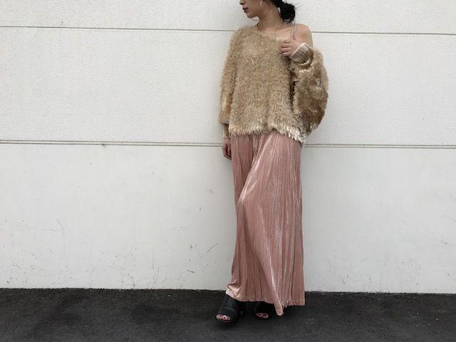 velour pleated dressの写真