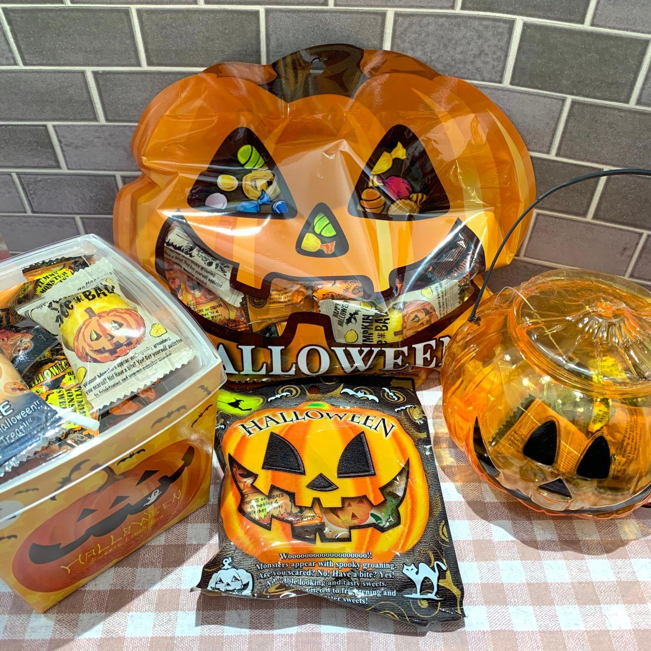 「〇もうすぐハロウィン!配れるお菓子集めました〇」の写真