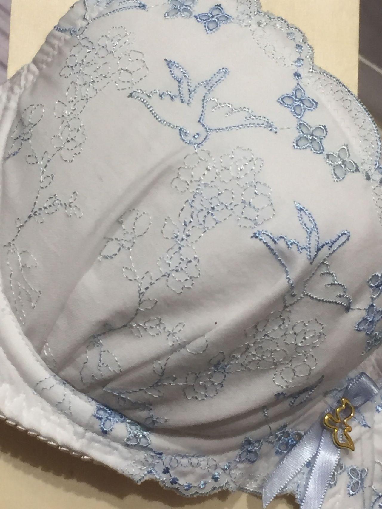 b6fe060d56834f カップには可愛いナイチンゲールという西洋ウグイスが刺繍されているアンテシュクレオリジナルの刺繍となります。