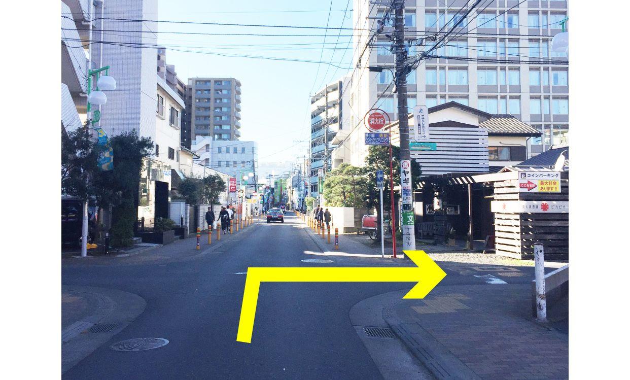 ムラサキスポーツ茅ヶ崎南口店提携駐車場:アイペックの入り口案内