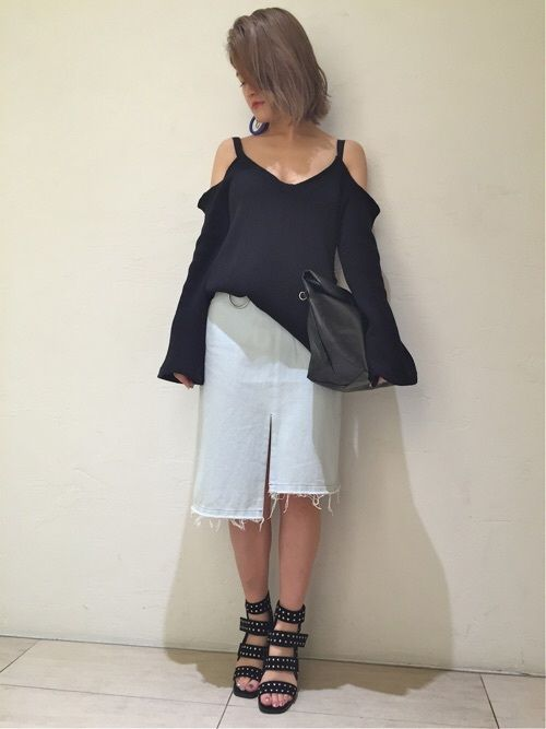 TOPS ¥20520 BOTTOM ¥22680 SHOES ¥26460