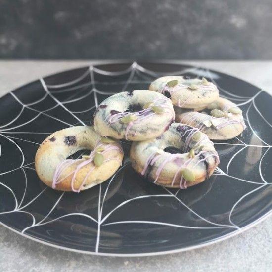 「ハロウィンに!スパイダー風ブルーベリードーナッツ」の写真