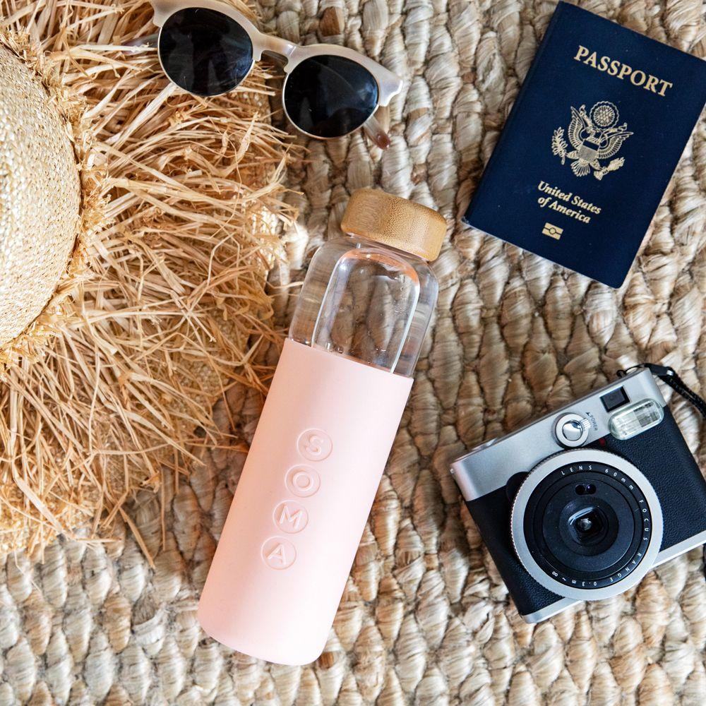 「ecoで清潔、 匂いや味が残らない グラスウォーターボトル『SOMA』登場。」の写真