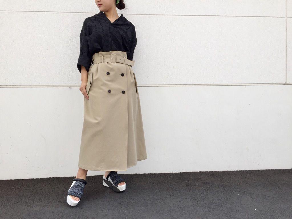 trench skirtの写真