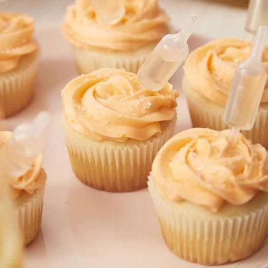 「国際女性デーに!ミモザのカップケーキ」の写真